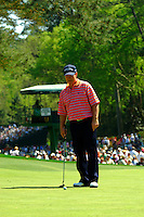 Masters Golf Tournament 2005, Augusta National Georgia, USA. Tom Watson on the green on the green of the 6th hole, Juniper.<br /> <br /> Champion 2005 - Tiger Woods <br /> <br /> Note: There is no property release or model release available for this image.