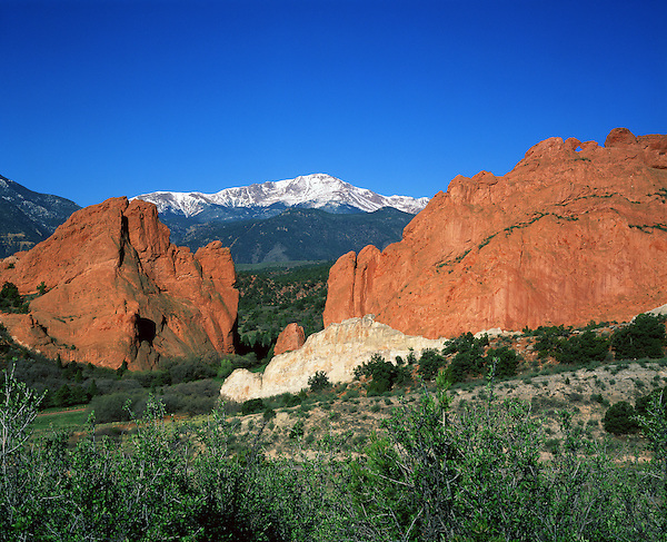 Pikes Peak and Garden of the Gods State Park, Colorado,Springs, Colorado, USA.