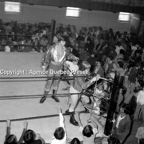 Le lutteur Johnny Rougeau<br /> (date inconnue, avant 1961).<br /> <br /> Photo : Agence Quebec Presse - Roland Lachance