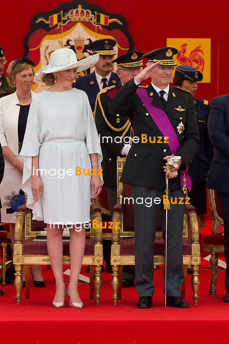 Le Roi Philippe de Belgique et la Reine Mathilde de Belgique assistent au d&eacute;fil&eacute; militaire, &agrave; l'occasion de la f&ecirc;te Nationale belge.<br /> Belgique, Bruxelles, 21 juillet 2015.<br /> Queen Mathilde of Belgium and King Philippe of Belgium attend the military parade, on the occasion of today's Belgian National Day.<br /> Belgium, Brussels, 21 July 2015.