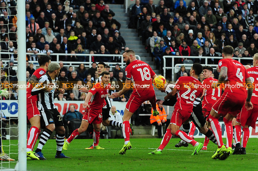 Ciaran Clark of Newcastle United scores the equaliser during Newcastle United vs Bristol City, Sky Bet EFL Championship Football at St. James' Park on 25th February 2017