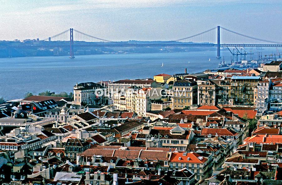 Cidade de Lisboa e Rio Tejo. Portugal. 1999. Foto de Juca Martins.