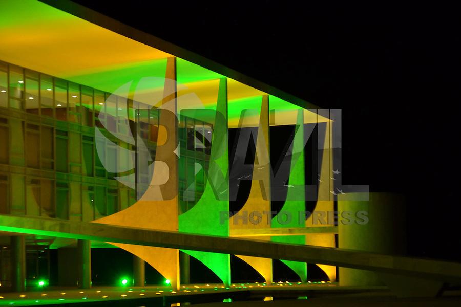 BRASÍLIA, DF, 06.06.2014 – COPA DO MUNDO FIFA – O Palácio Planalto iluminado com as cores verde e amarelo em homenagem a nossa Seleção que disputará a Copa do Mundo 2014. Brasília será sede de sete jogos na Copa do Mundo. (Foto: Ricardo Botelho / Brazil Photo Press)
