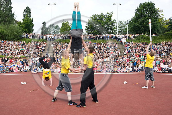 BRUSSELS  -  BELGIUM  - 20 MAY 2011 -- Turku (Finland), the European Capital of Culture 2011 bringing circus greetings to the Brussels II (2) European School in St-Lambrechts-Woluwe  -- Five students, (Mika Formunen, Pyry Kääriä, Jukka Haataja, Saana Nissinen, Toivo Kautto and the Estonian guitarist Dimitir Timoshenko) of the Performing Arts Circus line at Turku Arts Academy performing during the opening ceremony of the Footfest 2011 day of the school. -- PHOTO: Juha ROININEN / EUP-Images.