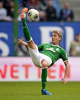 FUSSBALL   1. BUNDESLIGA   SAISON 2013/2014   6. SPIELTAG Hamburger SV - Eintracht Braunschweig                  21.09.2013 Nils Petersen (SV Werder Bremen) am Ball