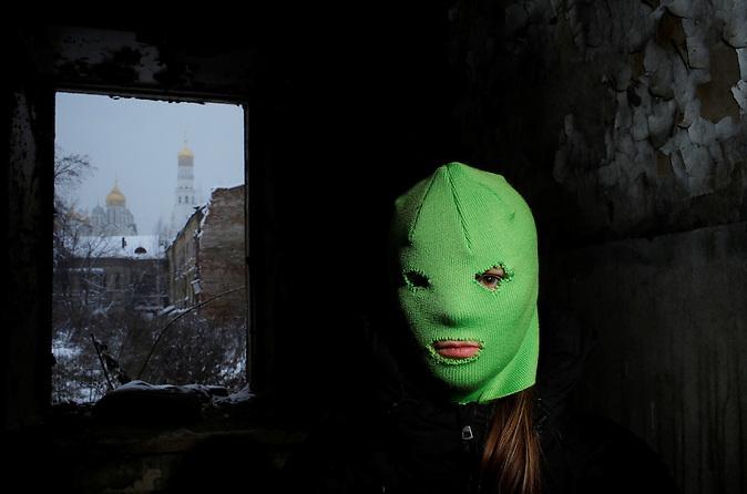 Mitglied der feministischen Punk-Band Pussy Riot. / Member of the feminist punk band Pussy Riot.