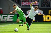 FUSSBALL   1. BUNDESLIGA   SAISON 2011/2012    2. SPIELTAG VfL Wolfsburg - FC Bayern Muenchen      13.08.2011 Marcel SCHAEFER (li, Wolfsburg) gegen Thomas MUELLER (re, Bayern)
