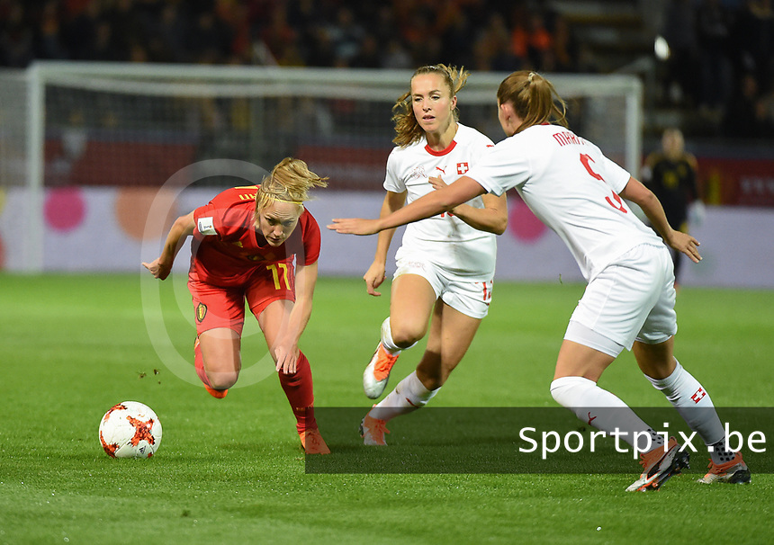20181005 - LEUVEN , BELGIUM : Belgian Janice Cayman (L) wit Switzerland's Lia Walti (M) and Ana Maria Crogorcevic (R)    pictured during the female soccer game between the Belgian Red Flames and Switzerland , the first leg in the semi finals play offs for qualification for the World Championship in France 2019, Friday 5 th october 2018 at OHL Stadion Den Dreef in Leuven , Belgium. PHOTO SPORTPIX.BE | DIRK VUYLSTEKE