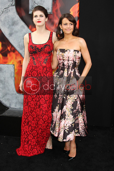 Alexandra Daddario, Carla Gugino<br />