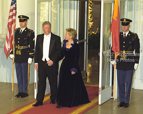 United States President Bill Clinton, left, and first lady Hillary Rodham Clinton, right, hold hands as they exit the door to the North Portico of the White House in Washington, D.C. to await the arrival of King Juan Carlos I and Queen Sofia of Spain for a State Dinner on February 23, 2000.<br /> Credit: Ron Sachs / CNP