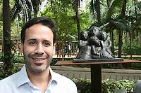 ATENCAO EDITOR: FOTO EMBARGADA PARA VEICULOS INTERNACIONAIS. – SAO PAULO - SP – 05 DE NOVEMBRO 2012 – INAUGURACAO ESTATUA LASAR SEGALL - Lasar Segall Neto  durante inaUguracao da Estatua Lasar Segall no Parque Buenos Aires, na regiao central da capital paulista, nesta segunda-feira, 05. (FOTO: MAURICIO CAMARGO / BRAZIL PHOTO PRESS).