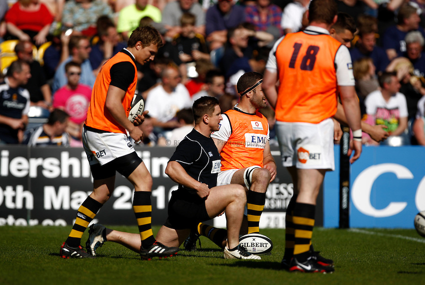Photo: Richard Lane/Richard Lane Photography. Worcester Warriors v London Wasps. Guinness Premiership. 17/04/2010. Wasps' Paul Cater leads a warm up.
