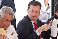 """SAO PAULO, SP, 27 AGOSTO 2012 - MELHOR PASTEL DE FEIRA DA CIDADE - O prefeito Gilberto Kassab durante Concurso Tira Teima 2012 """"Melhor Pastel de Feira da Cidade"""", na Praca Chales Muller na regiao do Pacaembu, nesta segunda-feira, 27. (FOTO: ALE VIANNA  / BRAZIL PHOTO PRESS)."""