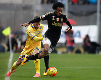 Calcio, Serie A: Frosinone vs Juventus. Frosinone, stadio Comunale, 7 febbraio 2016.<br /> Juventus&rsquo; Juan Cuadrado, right, is challenged by Frosinone&rsquo;s Federico Dionisi during the Italian Serie A football match between Frosinone and Juventus at Frosinone's Comunale stadium, 7 January 2016.<br /> UPDATE IMAGES PRESS/Isabella Bonotto