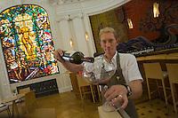 Europe/France/Aquitaine/33/Gironde/Bordeaux:Le Bar à Vin et école du Vin du CIVB, Maison du Vin de Bordeaux - Martin Schofield sommelier