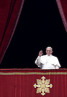 "Papa Francesco si affaccia dalla loggia centrale della Basilica di San Pietro per impartire la Benedizione Urbi et Orbi in occasione del Natale, Citta' del Vaticano, 25 dicembre 2014.<br /> Pope Francis waves to faithful prior to deliver the ""Urbi et Orbi"" (""to the City and to the World)"" blessing on the occasion of the Christmas day from the central loggia of St. Peter's Basilica, Vatican, 25 December 2014.<br /> UPDATE IMAGES PRESS/Isabella Bonotto<br /> <br /> STRICTLY ONLY FOR EDITORIAL USE"