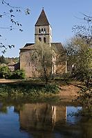 Europe/France/Aquitaine/24/Dordogne/Vallée de la Vézère/Périgord Noir/Saint-Léon-sur-Vézère: L'église romane Saint Léonce, XIIsiècle, classée monument historique, couverte de lauzes