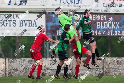 2014-05-01 / Voetbal / Seizoen 2013-2014 / KSK Branddonk-VC Herentals / Steven Olieslagers (Herentals) laat de bal los in een duel.<br /> <br /> Foto: Mpics.be