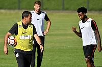 BOGOTA - COLOMBIA – 27 - 02 - 2018: Fabio Carille (Izq.), tecnico de Corinthians (BRA), da instrucciones a los jugadores durante entreno previo al partido entre Millonarios (COL) y Corinthians (BRA), de la fase de grupos, grupo 7, fecha 1 de la Copa Conmebol Libertadores 2018, en el estadio El Campincito, de la ciudad de Bogota. / Fabio Carille (L), coach of Corinthians (BRA), gives instructions to the players during a traning sesión before a match between Millonarios (COL) and Corinthians (BRA), of the group stage, group 7, 1st date for the Conmebol Copa Libertadores 2018 in the El Campincito Stadium in Bogota city. VizzorImage / Luis Ramirez / Staff.