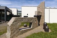 Plastik von Jun-Ichi Inoue, Bornholm Kunstmuseum, Architekten Johan Fogh und Per F&oslash;lner  auf der Insel Bornholm, D&auml;nemark, Europa<br /> sculpture by Jun-Ichi Inoue, Bornholm Arts-Museum, Isle of Bornholm Denmark