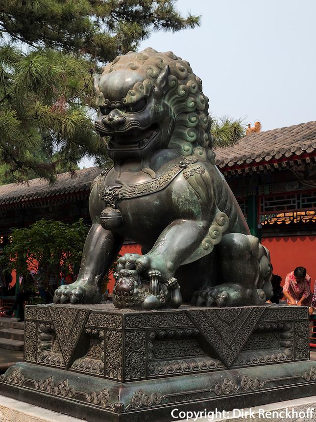 Bronzel&ouml;we im Sommerpalast, Yi He Yuan, in Peking, China, Asien, UNESCO-Weltkulturerbe<br /> Bronze lion in the summerpalace, Yi He Yuan,Beijing, China, Asia, world heritage