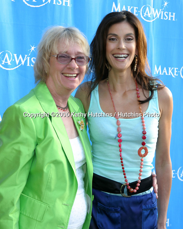 Kathy Joosten & Teri Hatcher.Make a Wish Foundation Benefit.Pacific Design Center.Los Angeles, CA.May 13, 2006.©2006 Kathy Hutchins / Hutchins Photo....