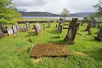 Der Lochcarron Old Burial Grund-Friedhof am Loch Carron in der Ortschaft Lochcarron in den North West Highlands.<br /> 24.5.2015, Lochcarron, Highlands/Schottland<br /> Copyright: Christian-Ditsch.de<br /> [Inhaltsveraendernde Manipulation des Fotos nur nach ausdruecklicher Genehmigung des Fotografen. Vereinbarungen ueber Abtretung von Persoenlichkeitsrechten/Model Release der abgebildeten Person/Personen liegen nicht vor. NO MODEL RELEASE! Nur fuer Redaktionelle Zwecke. Don't publish without copyright Christian-Ditsch.de, Veroeffentlichung nur mit Fotografennennung, sowie gegen Honorar, MwSt. und Beleg. Konto: I N G - D i B a, IBAN DE58500105175400192269, BIC INGDDEFFXXX, Kontakt: post@christian-ditsch.de<br /> Bei der Bearbeitung der Dateiinformationen darf die Urheberkennzeichnung in den EXIF- und  IPTC-Daten nicht entfernt werden, diese sind in digitalen Medien nach &sect;95c UrhG rechtlich geschuetzt. Der Urhebervermerk wird gemaess &sect;13 UrhG verlangt.]