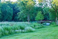 France, Maine-et-Loire (49), Brissac-Quincé, château de Brissac, ruisseau de Montayer et le pont rouge