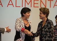 BRASILIA, DF, 03.11.2015 - DILMA-CONSEA-  A presidente Dilma Rousseff, ao participar da abertura da 5ª Conferência Nacional de Segurança Alimentar e Nutricional (Consea), cumprimenta a ministra Teresa Campelo (Desenvolvimento Social e Combate à Fome), no Centro de Convenções Ulysses Guimarães, nesta terça-feira, 03.(Foto:Ed Ferreira/Brazil Photo Press)
