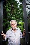 20100907 Kalmthout/België Portret van topchef Roger Souvereyns bij hem thuis. De voormalige chef van het Scholteshof in Stevoort veroverde zijn plaats tussen de iconen van de Belgische en internationale gastronomie. Souvereyns begon zijn carrière op 1 mei 1953 als leerjongen. Hij deed ervaring op in een achttal restaurants in Brussel, Kortrijk, Parijs en op Corsica. In 1961 nam hij een bestaand hotel met frituur over in Kermt. © Sarah Van den Elsken