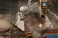 Fecha: 02-10-2012. (Lugo), El Ministro Soria visita la factoria de Alcoa en San Cibrao. En la imagen un momento de la fundicion del aluminio.