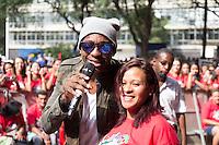 SAO PAULO, SP, 01 DE MAIO DE 2013 - FESTA CUT NO ANHANGABAÚ - Cantor Mumuzinho durante Festa do Dia do Trabalho na Praça do Anhangabaú em São Paulo, nesta quarta-feira, 01. FOTO: MARCELO BRAMMER / BRAZIL PHOTO PRESS
