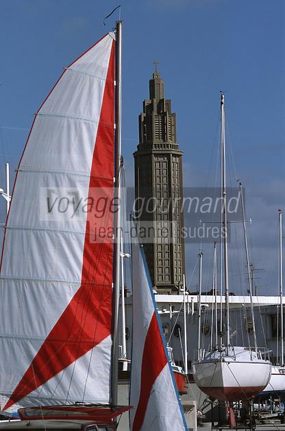 Europe/France/Normandie/Haute-Normandie/76/Seine-Maritime/Le Havre: Le port de plaisance avec, en fond, l'église Saint-Joseph
