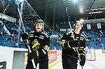 Stockholm 2015-09-30 Ishockey Hockeyallsvenskan AIK - Leksands IF :  <br /> AIK:s Robin Kovacs  och Eric Norin jublar efter matchen mellan AIK och Leksands IF <br /> (Foto: Kenta J&ouml;nsson) Nyckelord:  AIK Gnaget Hockeyallsvenskan Allsvenskan Hovet Johanneshov Isstadion Leksand LIF jubel gl&auml;dje lycka glad happy