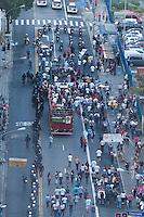 SAO PAULO, SP, 02.04.2015 - Professores da rede estadual promovem ato por melhorias na carreira de professor e no sistema educacional. Na avenida Briadeiro Luiz Antonio, no final da tarde dessa quinta 02.  ( Gabriel Soares/ Brazil Photo Press)