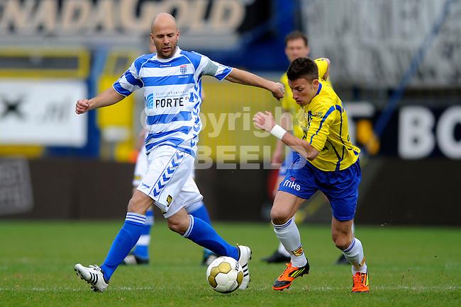 LEEUWARDEN - Voetbal, SC Cambuur - FC Zwolle, Cambuur stadion, seizoen 2011-2012, 01-04-2012  SC Cambuur speler Melvin de Leeuw (r) met FC Zwolle speler Arne Slot