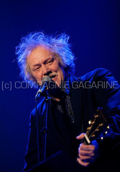 Flemish singer Kris De Bruyne at the Te Gek !? concert in Strombeek-Bever (Belgium, 18/02/2010)