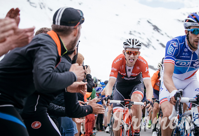 Bauke Mollema (NED/Trek-Segafredo) coming up the Passo dello Stelvio (alt: 2758m)<br /> <br /> Stage 16: Rovett &rsaquo; Bormio (222km)<br /> 100th Giro d'Italia 2017