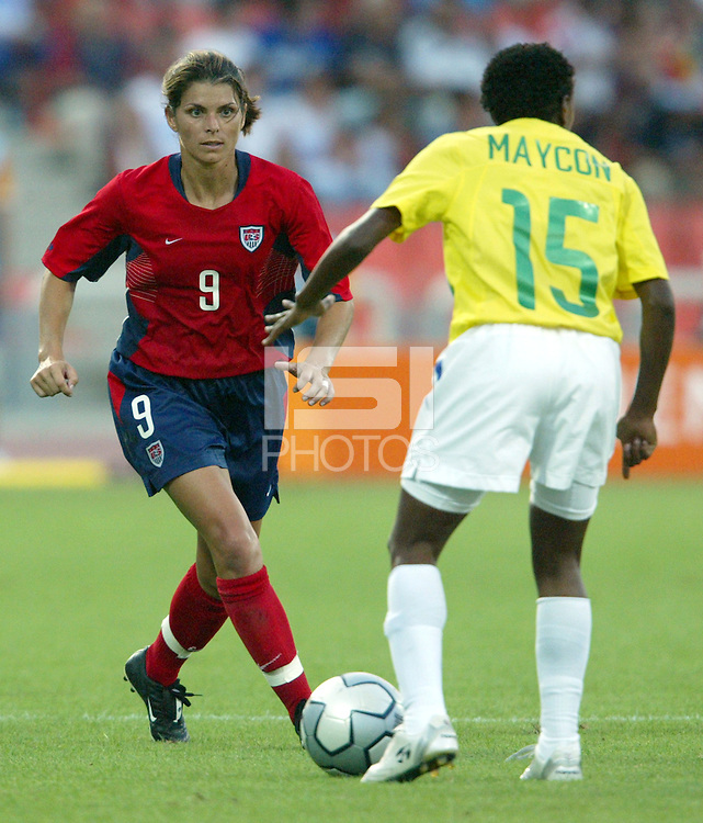 14 August 2004:   USA Mia Hamm in action at Kaftanzoglio Stadium in Thessaloniki, Greece.   USA defeated Brazil, 2-0. Credit: Michael Pimentel / ISI