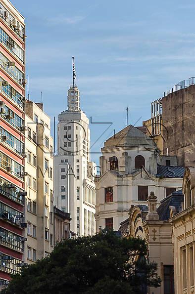 Edifício Altino Arantes  ao fundo, conhecido como Banespa,  São Paulo - SP, 01/2014.