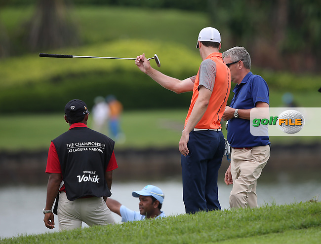 Ross Fisher (ENG) gives plays referee to Siddikur Rahman (BAN) on he 9th during Round One of the The Championship 2014 from the Laguna National Golf & Country Club, Tampines, Singapore. Picture:  David Lloyd / www.golffile.ie