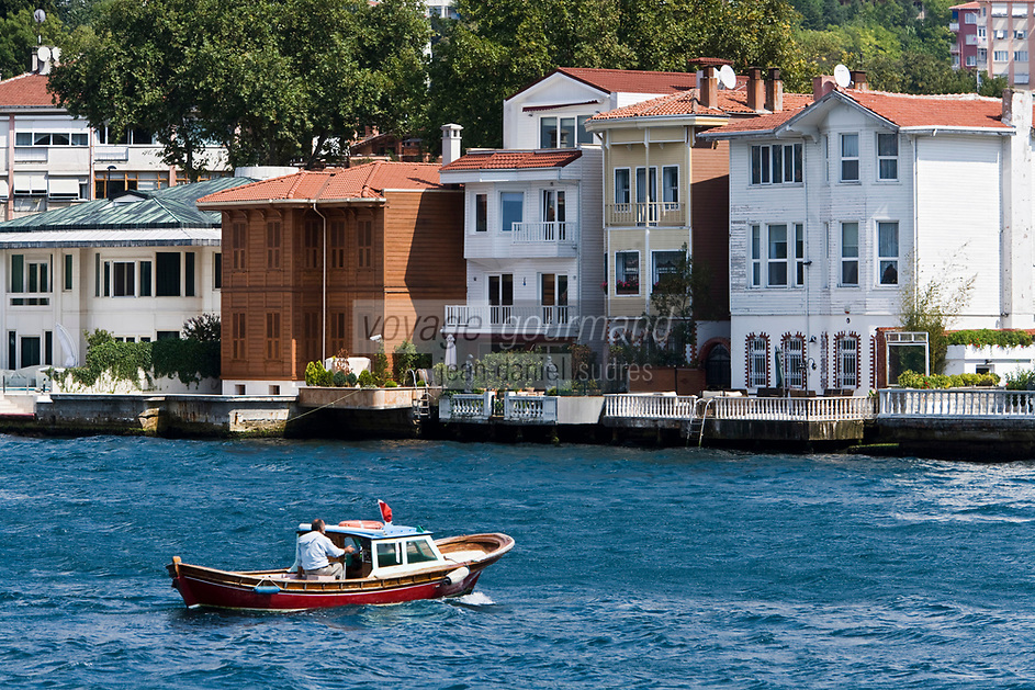 Europe/Turquie/Istanbul : Belles demeures et bataux sur la rive orientale du Bosphore