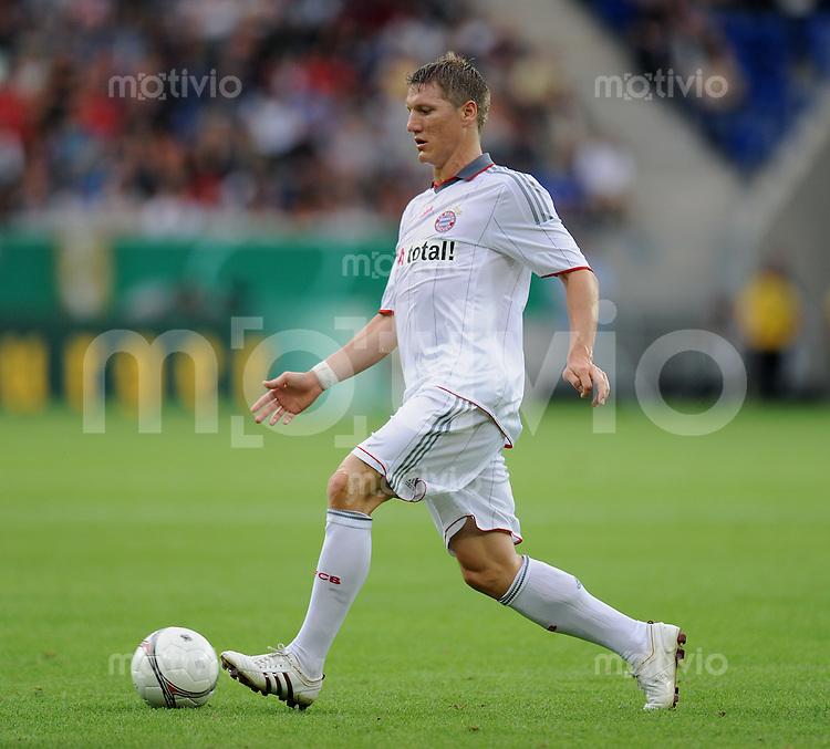 Fussball DFB Pokal 1. Runde   Saison   2009/2010   02.08.2009 Spvgg Neckarelz - FC Bayern Muenchen Bastian Schweinsteiger  (FCB) am Ball