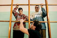 a Torino, il  Circus Ability è una scuola di circo speciale, per persone speciali, con differenti abilità. La dis-abilità per il circo è veramente una diversa abilità. I laboratori di circo comprendono la giocoleria, l'acrobatica, l'equilibrismo, l'acrobatica aerea, la clowneria e l'arte di strada. Alla base la spinta aggregativa e socializzante di tutte queste attività.Mara e Bingo sul quadro svedese e Bingo da terra che spiega ciò che devono fare
