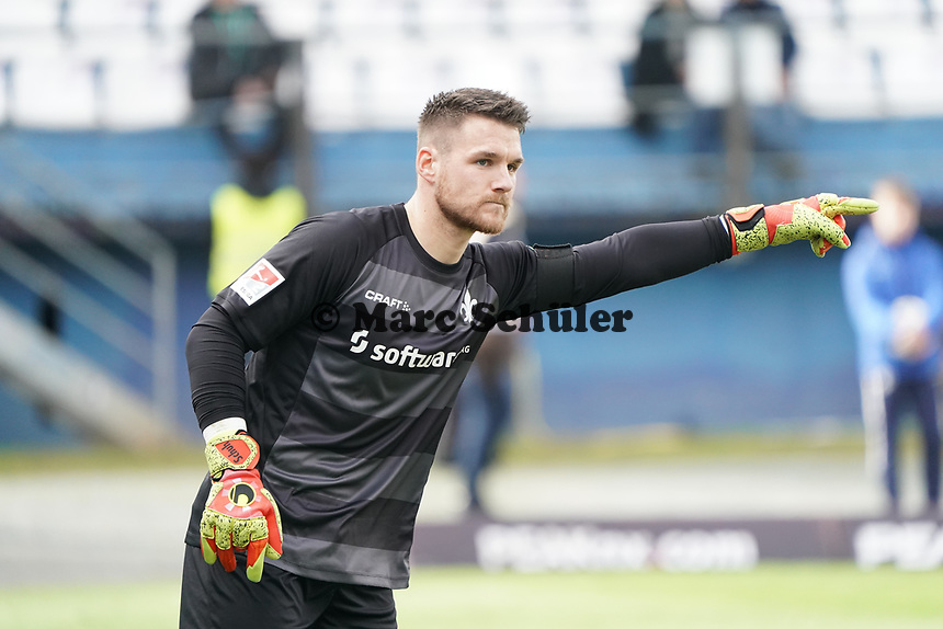 Torwart Marcel Schuhen (SV Darmstadt 98) - 29.02.2020: SV Darmstadt 98 vs. 1. FC Heidenheim, Stadion am Boellenfalltor, 24. Spieltag 2. Bundesliga<br /> <br /> DISCLAIMER: <br /> DFL regulations prohibit any use of photographs as image sequences and/or quasi-video.