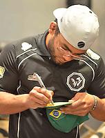 BRASÍLIA - DF - 06.11.2013 – FAN EVENT – O lutador Hugo Wolverine durante evento com fãs que antecede a luta do UFC Fight Night Goiânia no dia 09.11.2013. O encontro aconteceu na Fnac do Park Shopping na tarde desta quarta-feira, 06. (Foto: Ricardo Botelho / Brazil Photo Press).