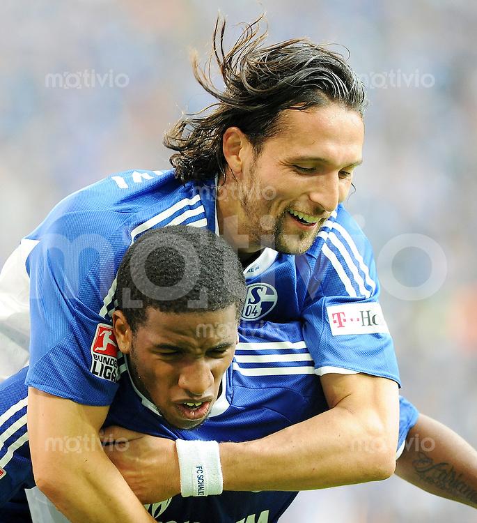 FUSSBALL   1. BUNDESLIGA   SAISON 2008/2009   5. SPIELTAG FC Schalke 04 - Eintracht Frankfurt                       20.09.2008 Jefferson FARFAN und Kevfin KURANYI (oben, beide Schalke) jubeln nach dem 1:0
