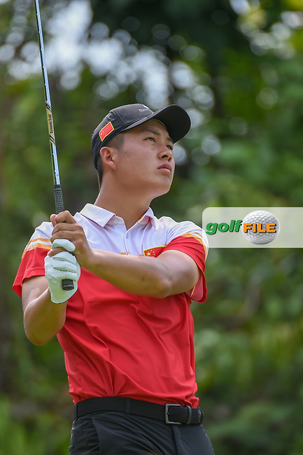 Yuxin LIN (CHN) watches his tee shot on 7 during Rd 4 of the Asia-Pacific Amateur Championship, Sentosa Golf Club, Singapore. 10/7/2018.<br /> Picture: Golffile | Ken Murray<br /> <br /> <br /> All photo usage must carry mandatory copyright credit (© Golffile | Ken Murray)