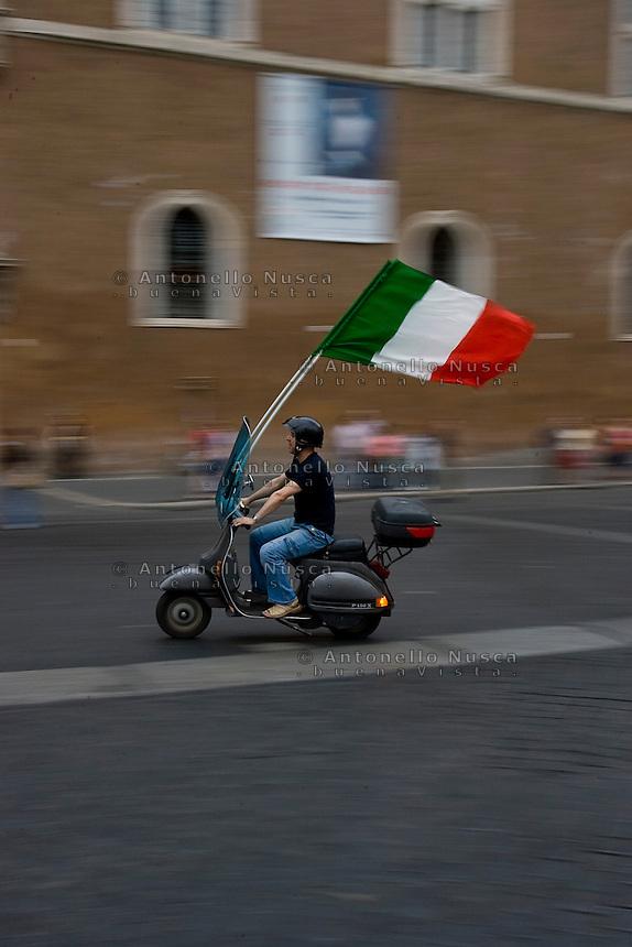 Festeggiamenti per la vittoria dell'Italia ai campionati del mondo di calcio Germania 2006.