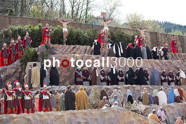 Tradicional representación de los habitantes de la Villa,de La Pasión de Cristo en Balmaseda (Bizkaia)..Traditional répresentation à la Ville de Balmaseda (Vizcaya) de la Pasion de Cristo,joué par les citadins de la Ville.